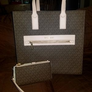 NWT Michael Kors Kenly and matching wristlet
